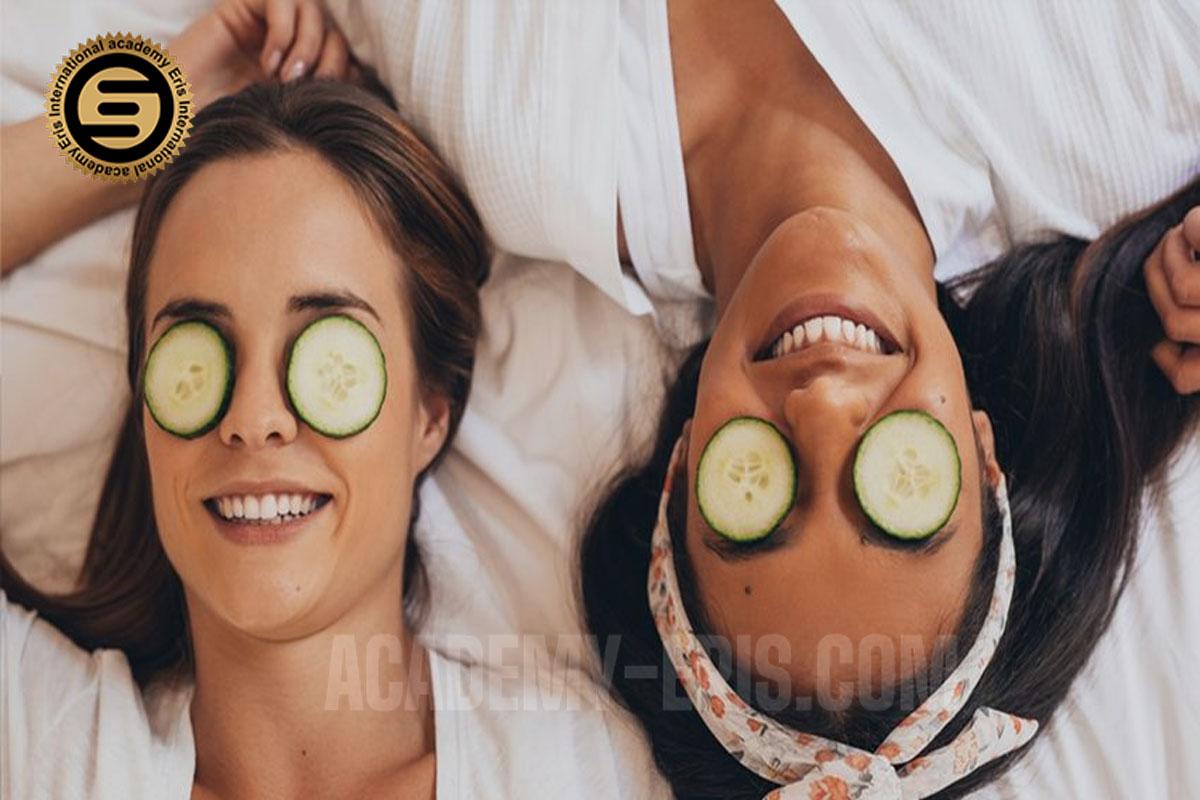 از خیار برای درمان سیاهی زیر چشم استفاده کنید
